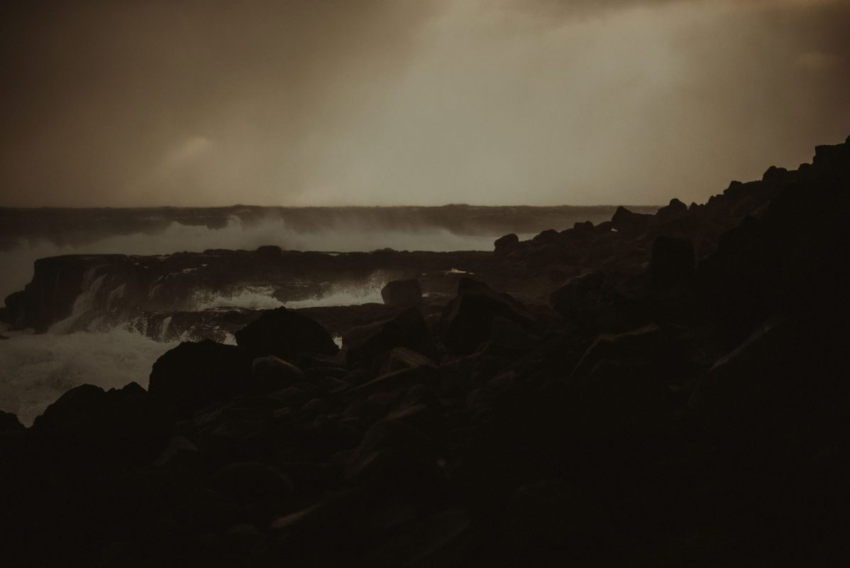Iceland wedding landscape - waves